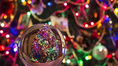 La tristezza del Covid: multe a chi vende addobbi di Natale