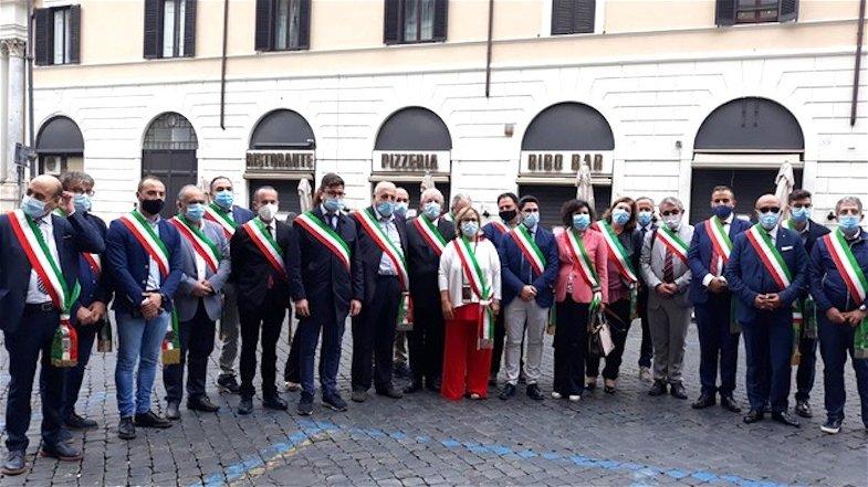 Ospedali chiusi, i Sindaci chiedono un incontro a Spirlì