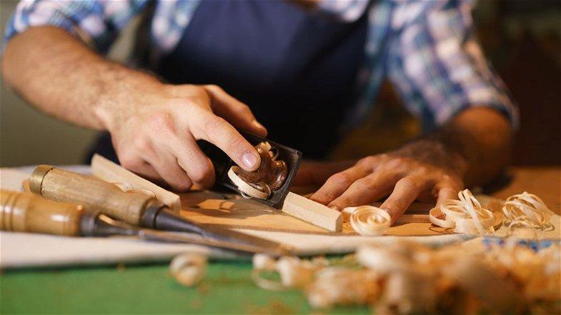 Commercio, M5S: «18 milioni di euro per le attività artigianali e commerciali dei piccoli comuni calabresi»