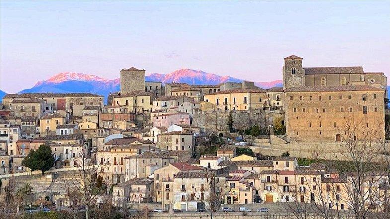 Altomonte, L'Amministrazione resta vicina alle attività economiche del territorio e mette a disposizione un contributo simbolico