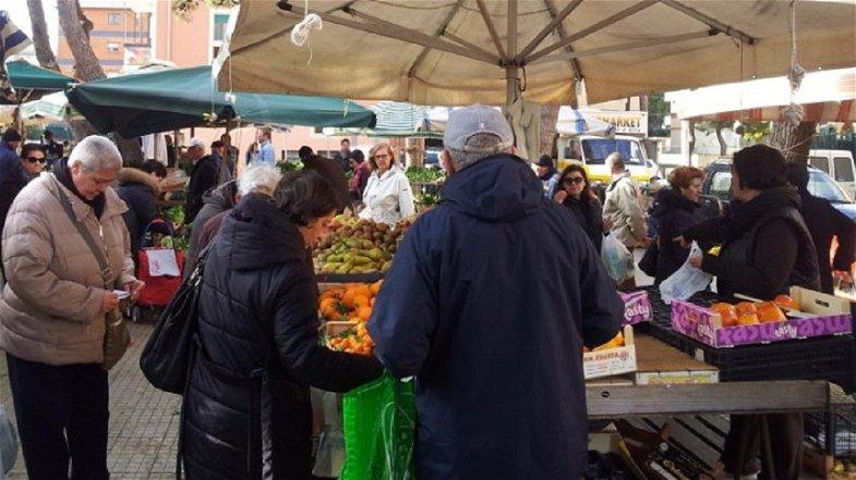 Corigliano-Rossano, da oggi riaprono i mercati rionali nel pieno rispetto delle norme anti-Covid 19