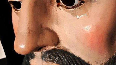 Statua di San Francesco lacrima. Ma il parroco invita alla prudenza
