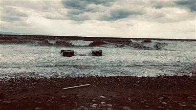 Il mare torna a fare paura sul lungomare di Sant'Angelo - VIDEO