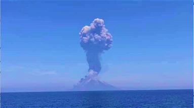 L'eruzione dello Stromboli vista dalla Calabria – VIDEO
