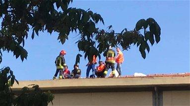 Operai sui tetti a Corigliano Rossano, la storia si ripete | VIDEO