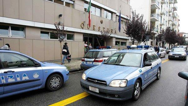 Castrovillari: rinvenuta dalla Polizia di Stato, all'interno di una carrozzeria, auto d'epoca. Denunciato un uomo