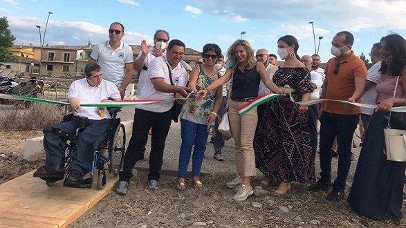 """Il """"Vespa Club Rossano"""" dona una passerella in legno al comune di Corigliano-Rossano"""