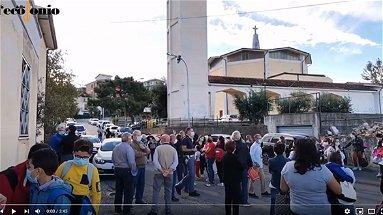 Emergenza covid e classi pollaio: monta la protesta a Piragineti - VIDEO