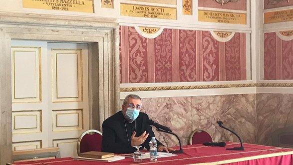 Monsignor Satriano saluta tutti: «Sono stato un ospite. Senza la Chiesa questo territorio ancora più povero»