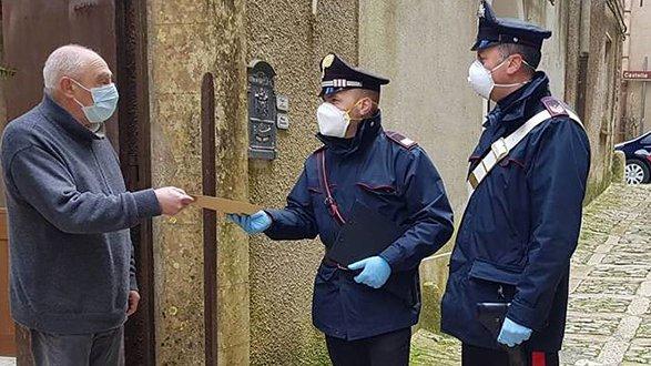 Norme anti-covid, gli ultra 75enni possono chiedere di ricevere la pensione a casa attraverso i Carabinieri