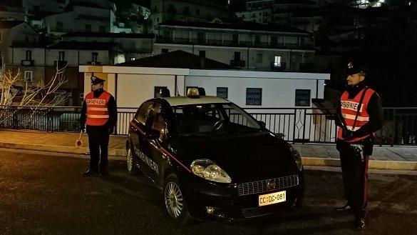 Coriglianese di 38 anni impone alla figlia 11enne di lanciare la cocaina dal balcone: arrestato