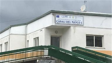 A Casali del Manco cancellata l'intitolazione della scuola a Rita Pisano. La rabbia del figlio