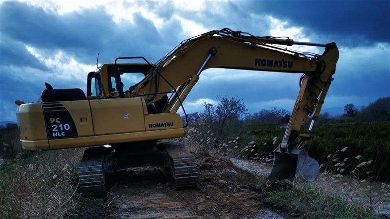 Esondazione Crati, Protezione civile comunale a lavoro per ripristinare l'argine