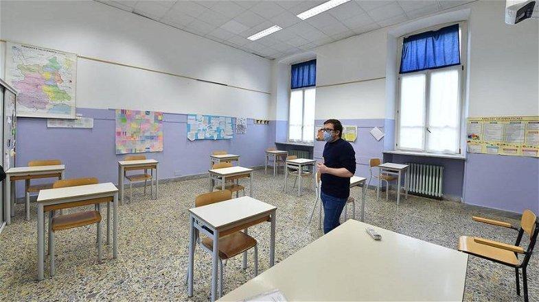 Il ritorno delle superiori a Corigliano-Rossano apre uno scontro generazionale. I ragazzi: «Per una volta siate dalla nostra parte»