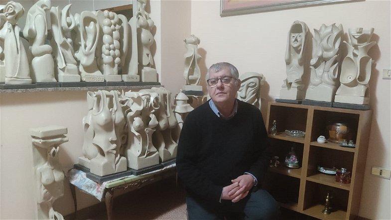 """Esseri surreali """"prendono vita"""" dalla pietra leccese grazie allo scultore Oliva"""