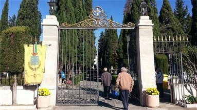 Questione cimiteri, il Comune si difende: «Sono infondate strumentalizzazioni politiche»