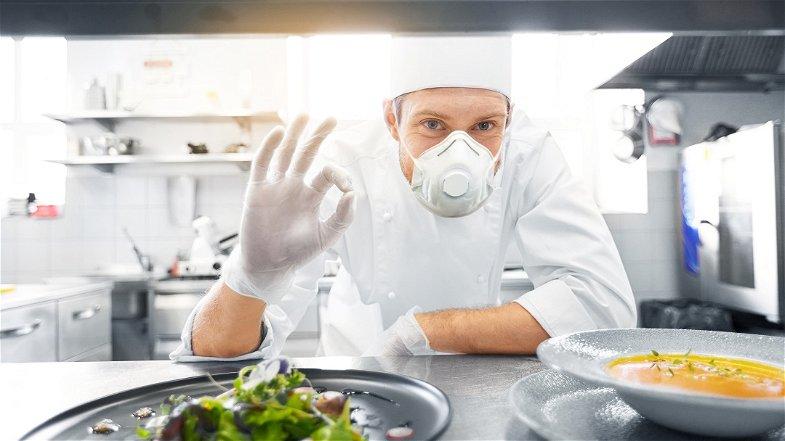 «Riaprire locali e ristoranti a cena, imprenditori sono allo stremo»