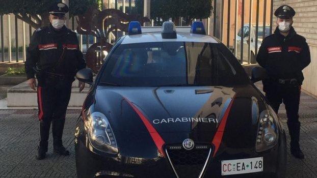 Chiuso il circolo, si riorganizzano in un garage: scoperti e sanzionati dai carabinieri