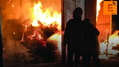 Corigliano-Rossano, fiamme a Forello: paura per le sorti dello storico panificio