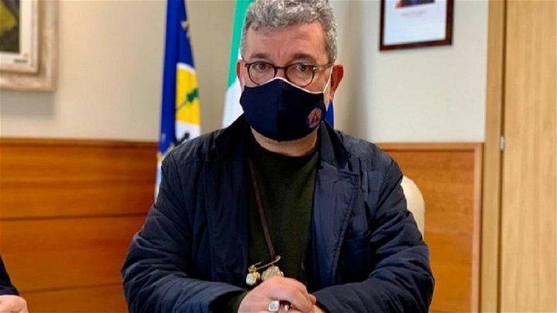 «Spirlì gioca a fare la Ferragni» mentre il destino della Calabria rimane sempre più incerto