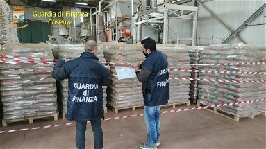 Cosenza, sequestro di oltre 300 tonnellate di pellet contraffatto: denunciato imprenditore