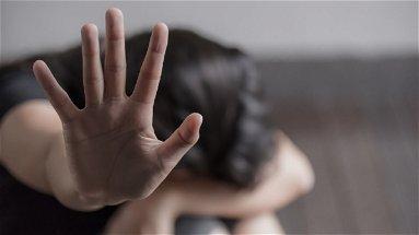Carolei, 33enne picchia e minaccia la moglie. Interviene la Polizia