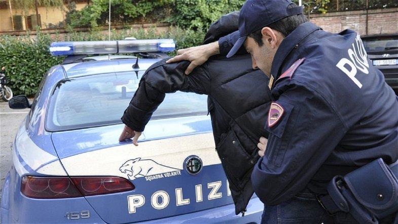 Corigliano-Rossano, nasconde la droga nelle mutande: arrestato