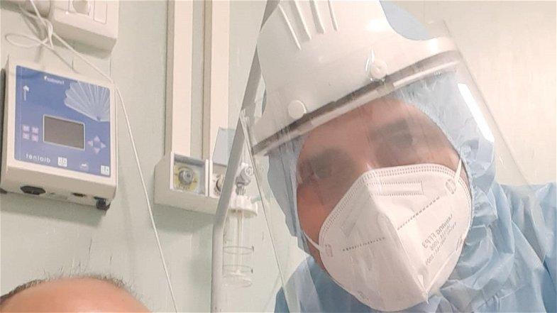 Michele, l'infermiere rossanese che ha scelto di essere in prima linea per combattere il covid