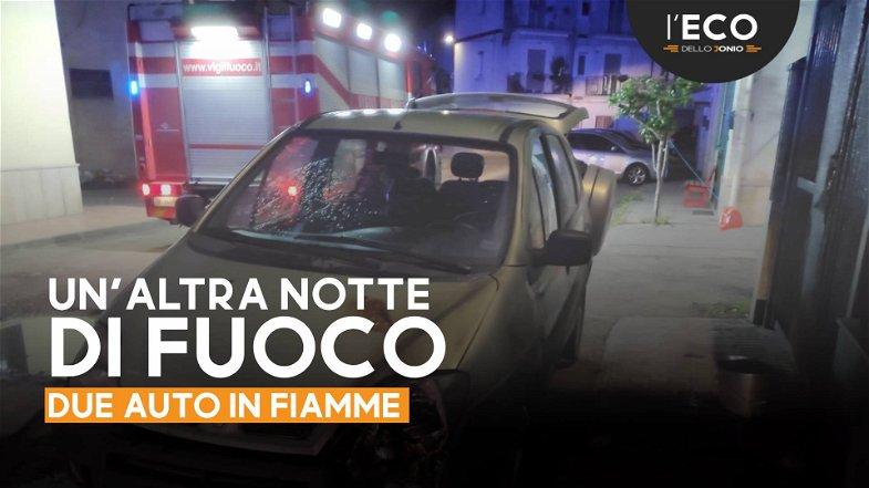 Due auto in fiamme nella notte a Schiavonea. Azione dolosa