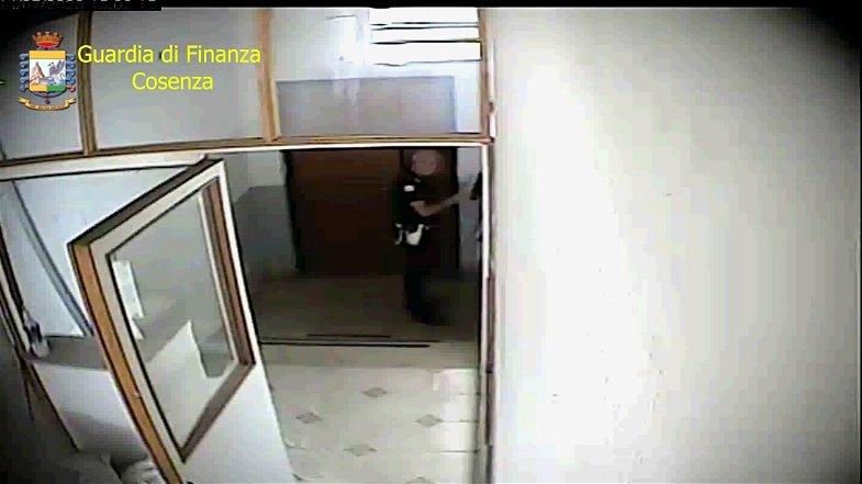 Corigliano-Rossano, agente della Polizia Locale assenteista scoperto dalla Guardia di Finanza
