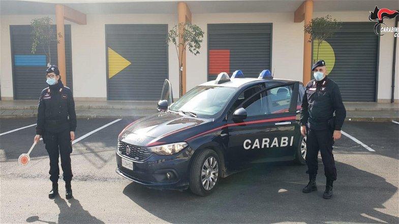 Corigliano-Rossano, uomo armato minaccia vandalo: l'intervento dei Carabinieri evita la tragedia