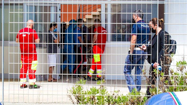 Due profughi sbarcati domenica a Cariati trasferiti a Rogliano: hanno il Covid