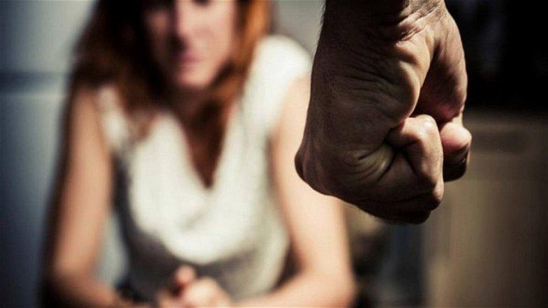 Corigliano-Rossano, 37enne aggredisce la moglie: fermato dai Carabinieri