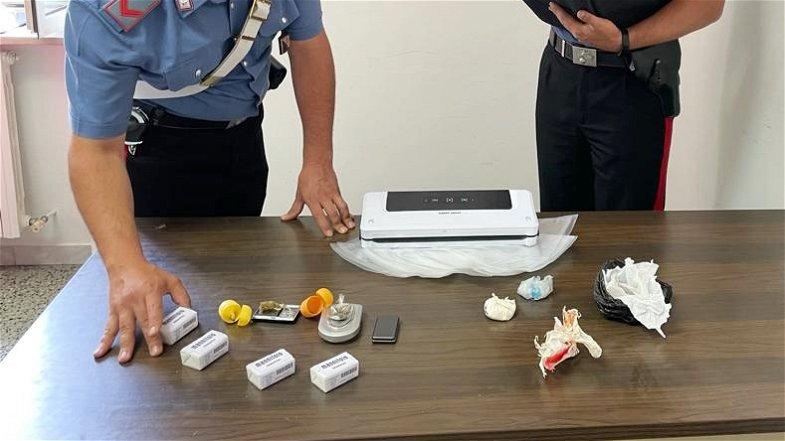 106 dosi di cocaina conservate in casa: carabinieri arrestano un 33enne