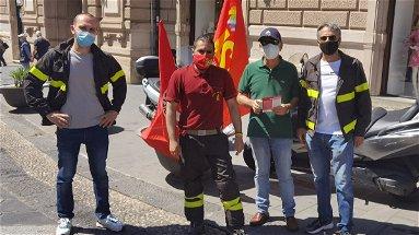 Il sindacato Usb dei vigili del fuoco scende in piazza: «Necessarie nuove assunzioni»