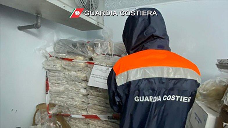 Sequestrati 900 kg di prodotto ittico in un lido di Corigliano-Rossano