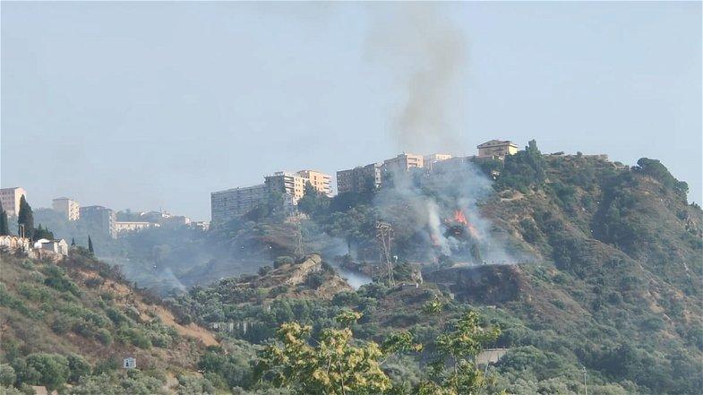 Incendio a Corigliano-Rossano lungo la provinciale 188
