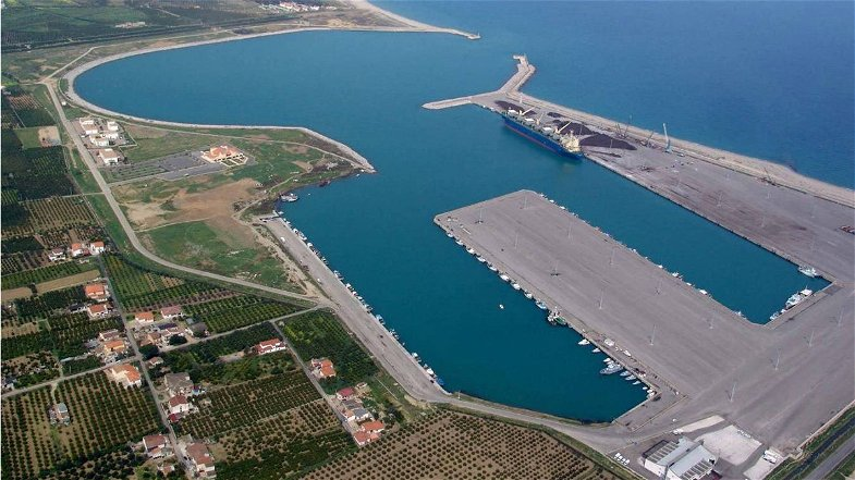 Porto di Co-Ro: «Necessaria la costruzione della banchina, ma senza cancellare la terza darsena»