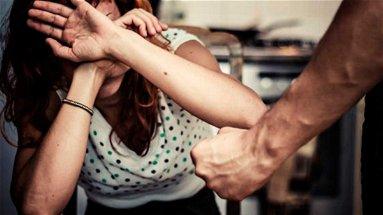 Co-Ro, 65enne maltratta moglie e figli: allontanato da casa