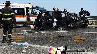 Strage di ferragosto, incidente a Sibari: tre morti