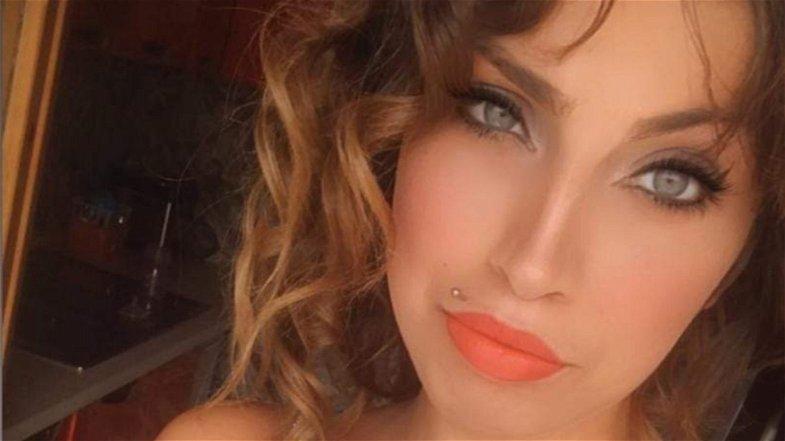 Castrovillari: l'ultimo saluto ad Eleonora, la giovane mamma vittima della Ss 106