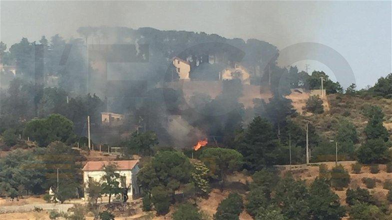 Ancora incendi, il fuoco ora