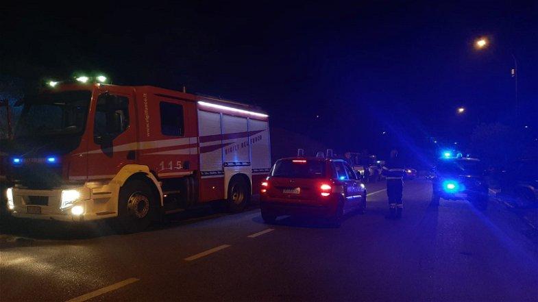 Gli incendi devastano anche San Basile. Il fuoco lambisce Castrovillari, famiglie evacuate dalle abitazioni