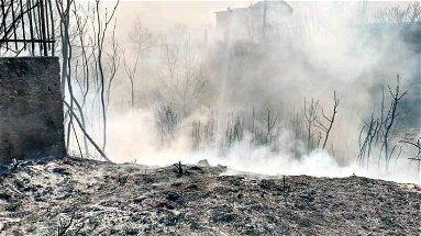 Domato nella notte l'incendio di Rossano. Ma stamattina c'è ancora fuoco a Malvitano-Nubrica