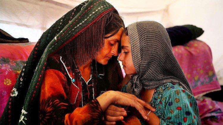 Visite ed esami gratuiti a donne e bambini in fuga dall'Afghanistan: è questa l'iniziativa Onco Med
