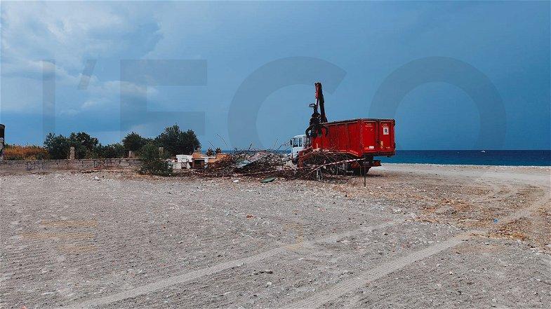 Le nuove demolizioni sul demanio marittimo a Co-Ro aprono un nuovo scenario di sviluppo
