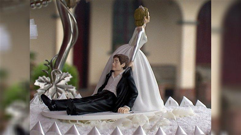 """Gli sposi arbëreshë e la """"sfida del mostacciolo"""": chi siederà sul trono di casa?"""