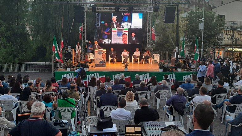 Occhiuto a Cassano per sostenere Gianluca Gallo: «La sfida è fare della Calabria un marchio di qualità» - VIDEO