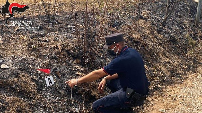Castrovillari, minorenne appicca incendi: individuato grazie alle telecamere
