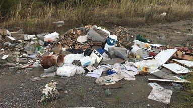 La valle del Nicà ridotta a una discarica abusiva di inerti e rifiuti pericolosi